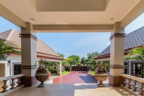 02B Grand villa entrance