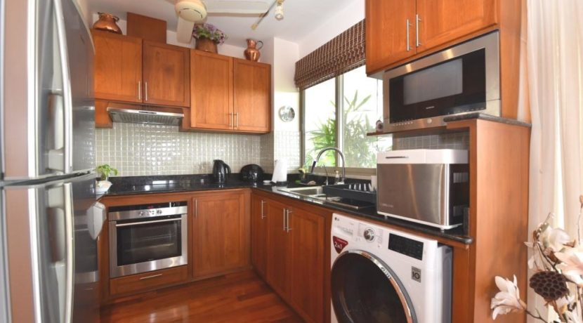 25 Filly fitted kitchen with washer-dryer
