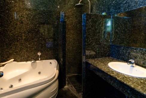 35 Ensuite bathroom #1
