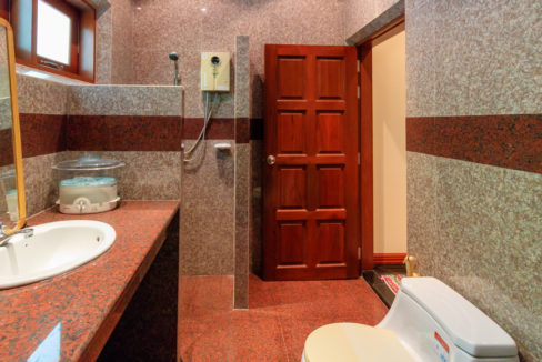 55 Ensuite bathroom #3