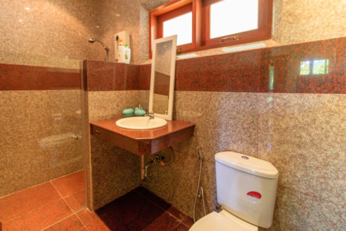 81Ensuite bathroom #4