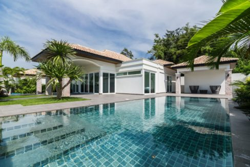01 New villa in Hua Hin in quiet country side