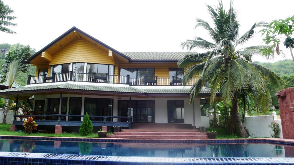 Golf Course Villa in Hua Hin at Palm Hills Golf Resort