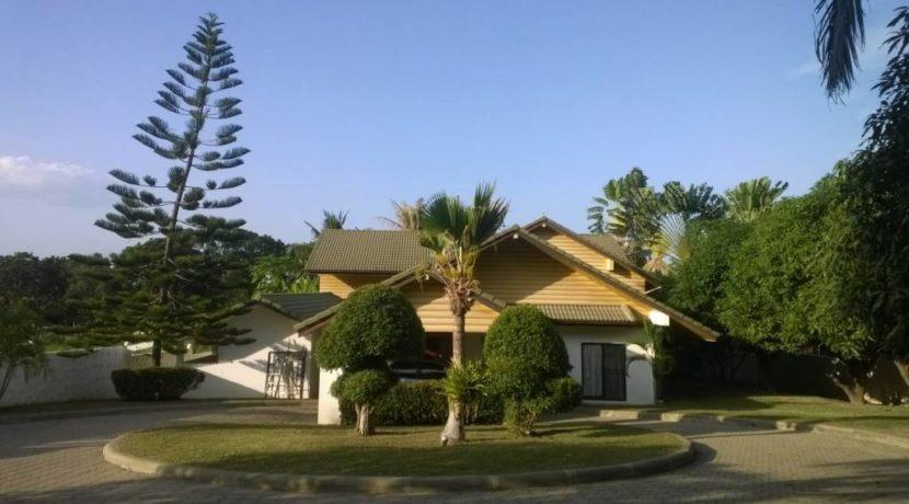 02 Palm Hills pool golf villa (Entrance view)