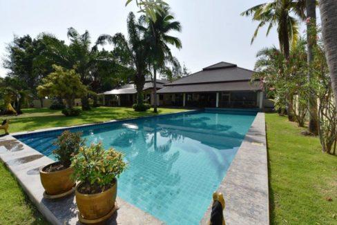 03A 8x20 meter large swimming pool