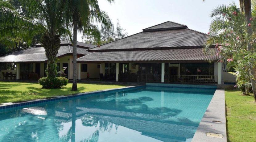 03B 8x20 meter large swimming pool