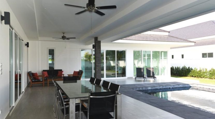 05 Fully covered furnished patio