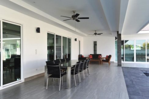 06 Fully covered furnished patio