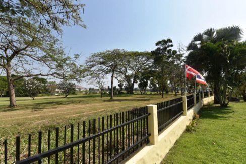 06 Garden view to the golf course