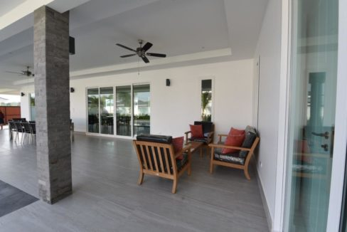 07 Fully covered furnished patio