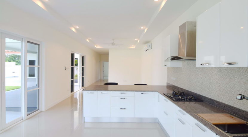 20 Fully fitted EU style kitchen 1