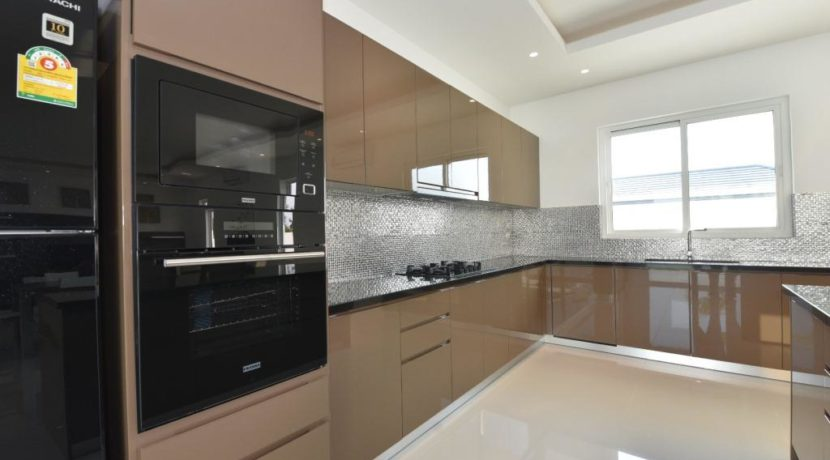 26 Fully fitted EU style open kitchen