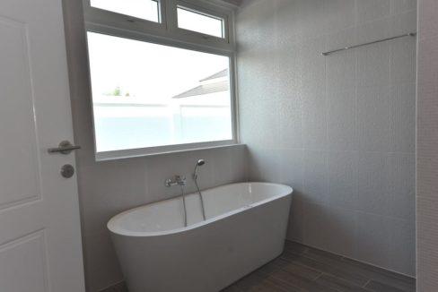 36 bathroom with bathtub