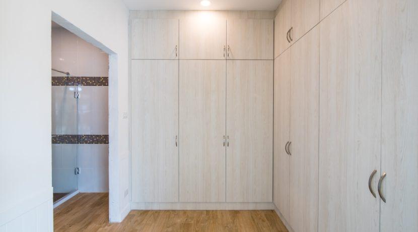41 Large walkin closet