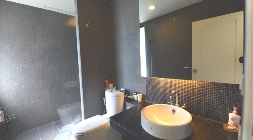 45 Ensuite bathroom 2