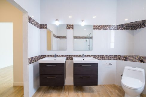 45 Ensuite bathroom