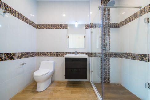 55 Ensuite bathroom