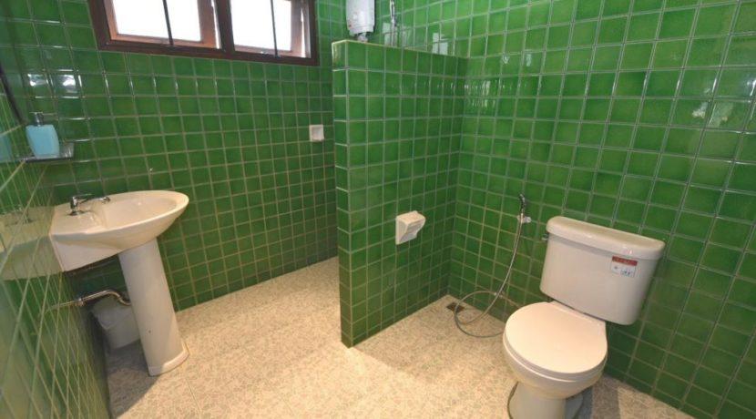 75 Guesthouse ensuite bathroom