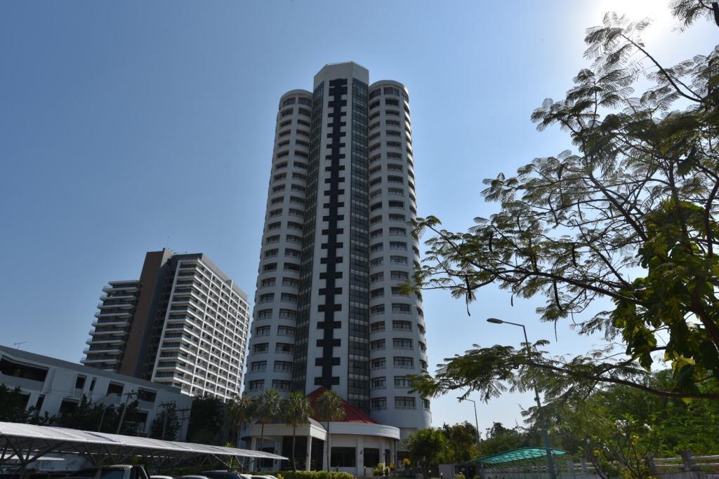 Beachfront Condo with Stunning Seaview at VIP Condochain
