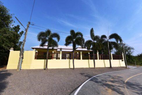 01A Strong built villa in Cha am near beach