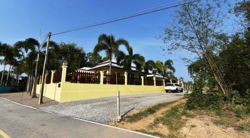 01B Strong built villa in Cha am near beach