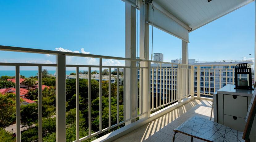 02 Condo wide balcony