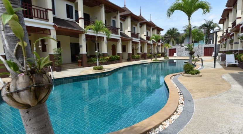 03 Large communal swimming pool