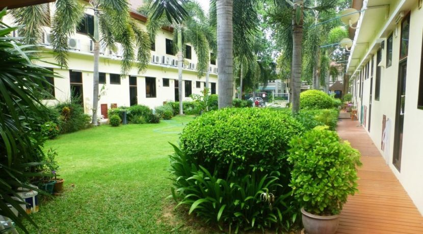 04 Landscaped backyard gardens