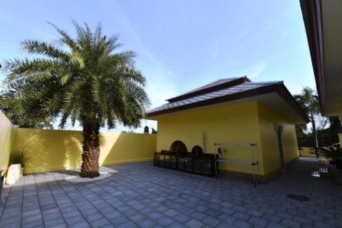 06 Backyard with outdoor Thai kitchen