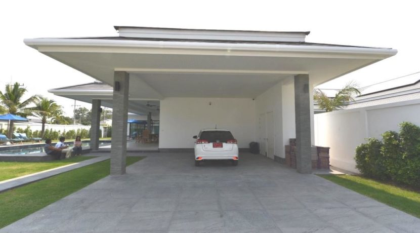 06 Double covered carpark with Utility room