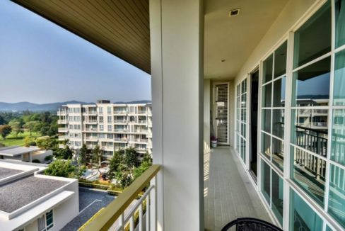13 Corner balcony with sea and golf view