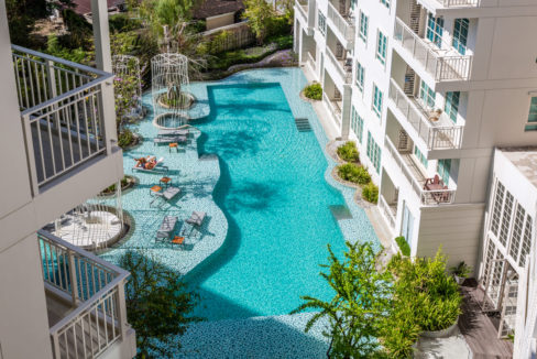 14 Balcony pool view