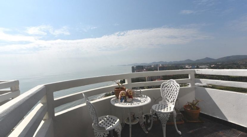 14 Living room balcony