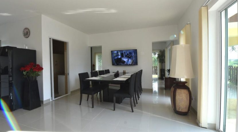 20 Dining area with wall mounted TV