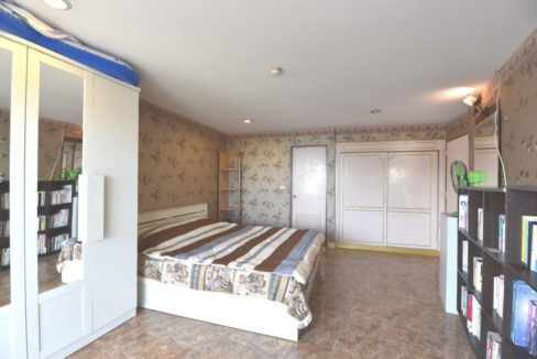 32 Spacious bedroom with balcony access