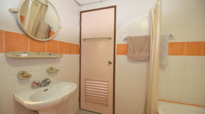 35 Ensuite bathroom 1