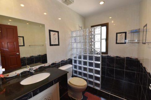 35 Ensuite master bathroom 6