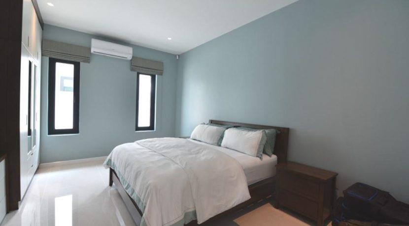 40 Large bedroom 2 with ensuite bathroom