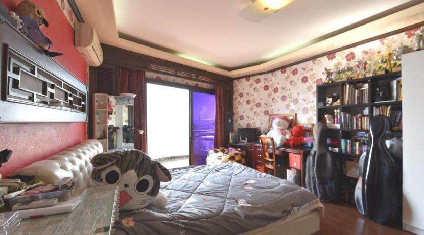 41 Large bedroom 2