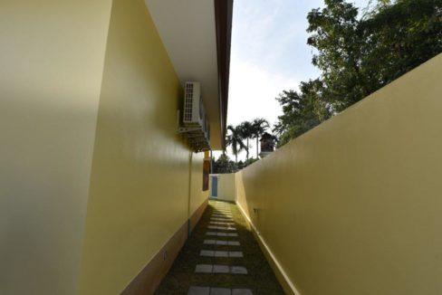 80 Backyard passage