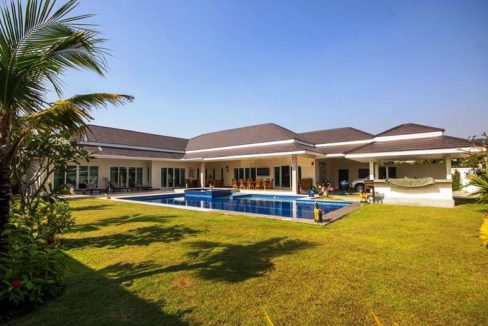 01 Exceptional 5 bedroom pool villa