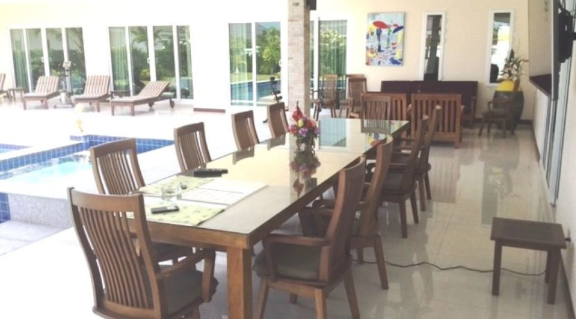 05 Great covered furnished patio