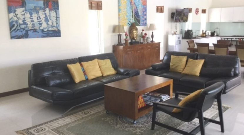 10 Spacious living dining lounge 1