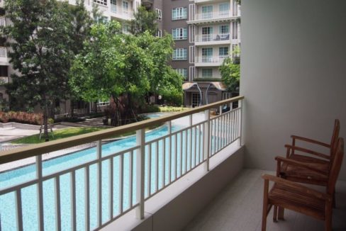 15 Large balcony with pool view