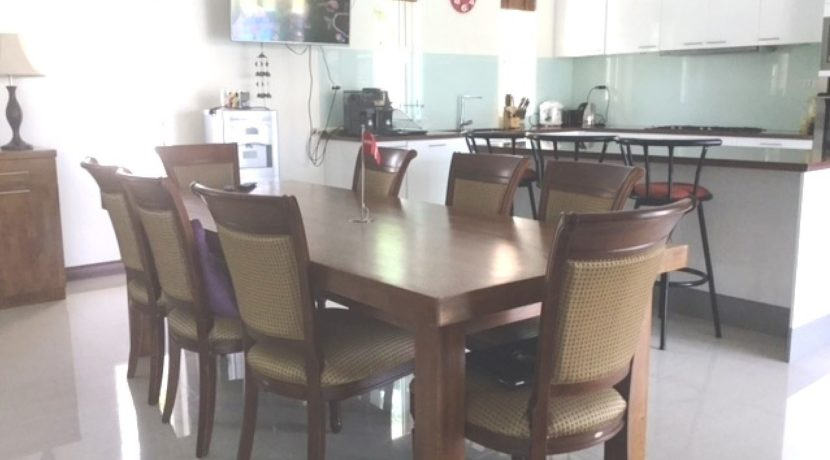 20 Dining area next to kitchen 4