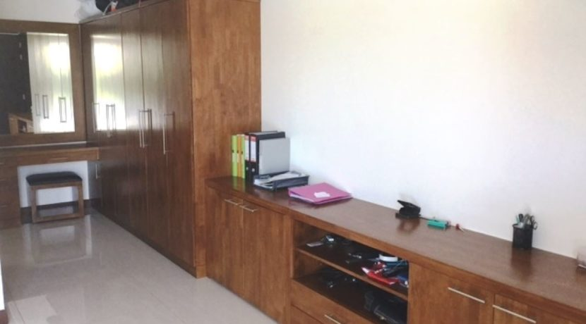 31 Spacy wardrobes, cosmetic- and workdesk