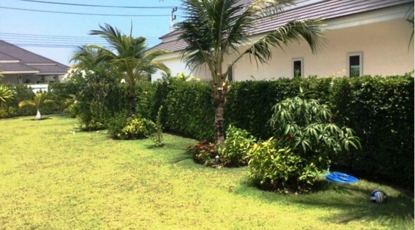 80 Beautiful landscaped gardens