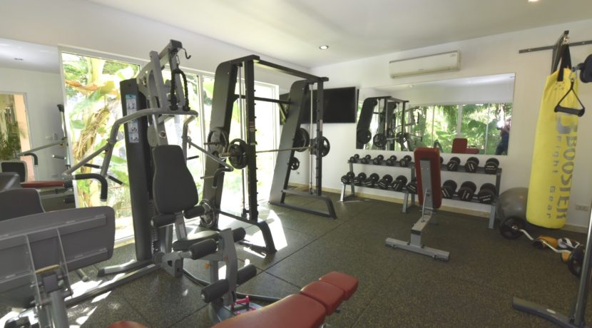 90 Well-equipped gym room