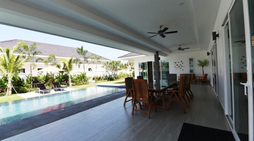 05 Fully furnished covered patio