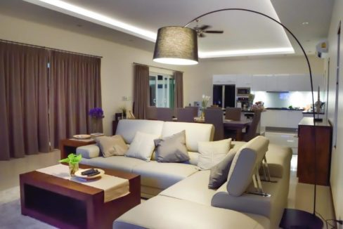 10 Spacious living dining lounge